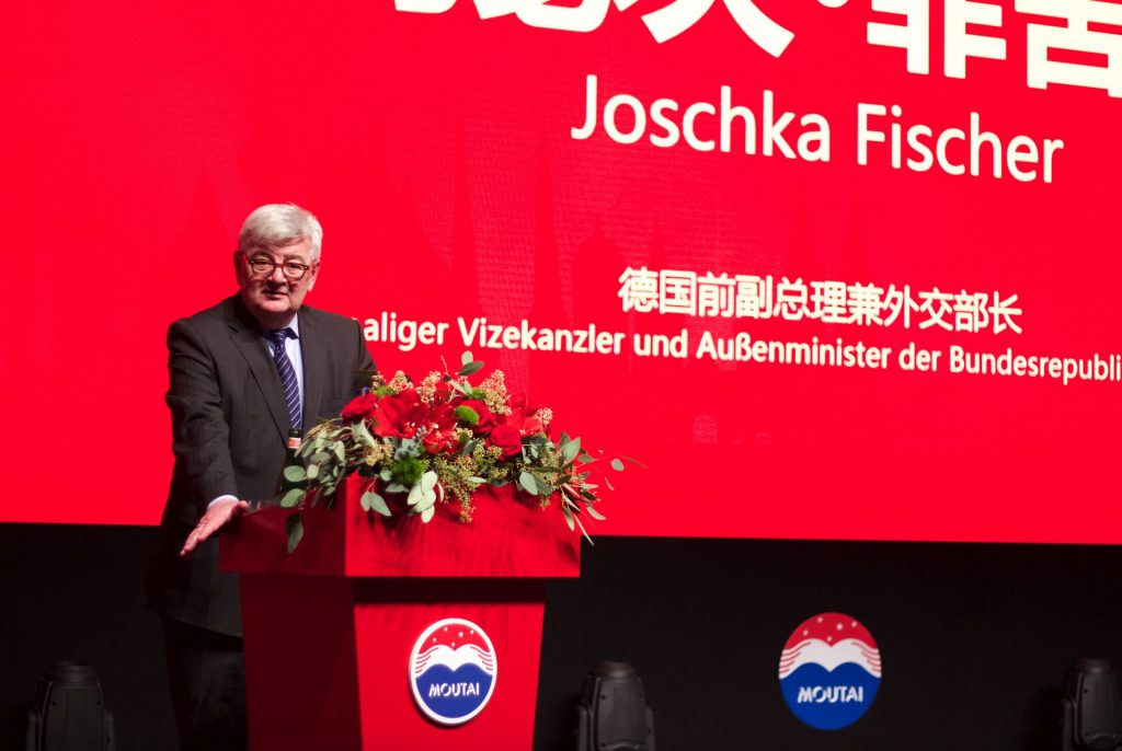 Joschka Fischer redet beim Moutai Galadinner