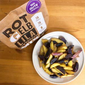 Fertige Wedges aus den drei Sorten, Kartoffel Koch Verpackung daneben