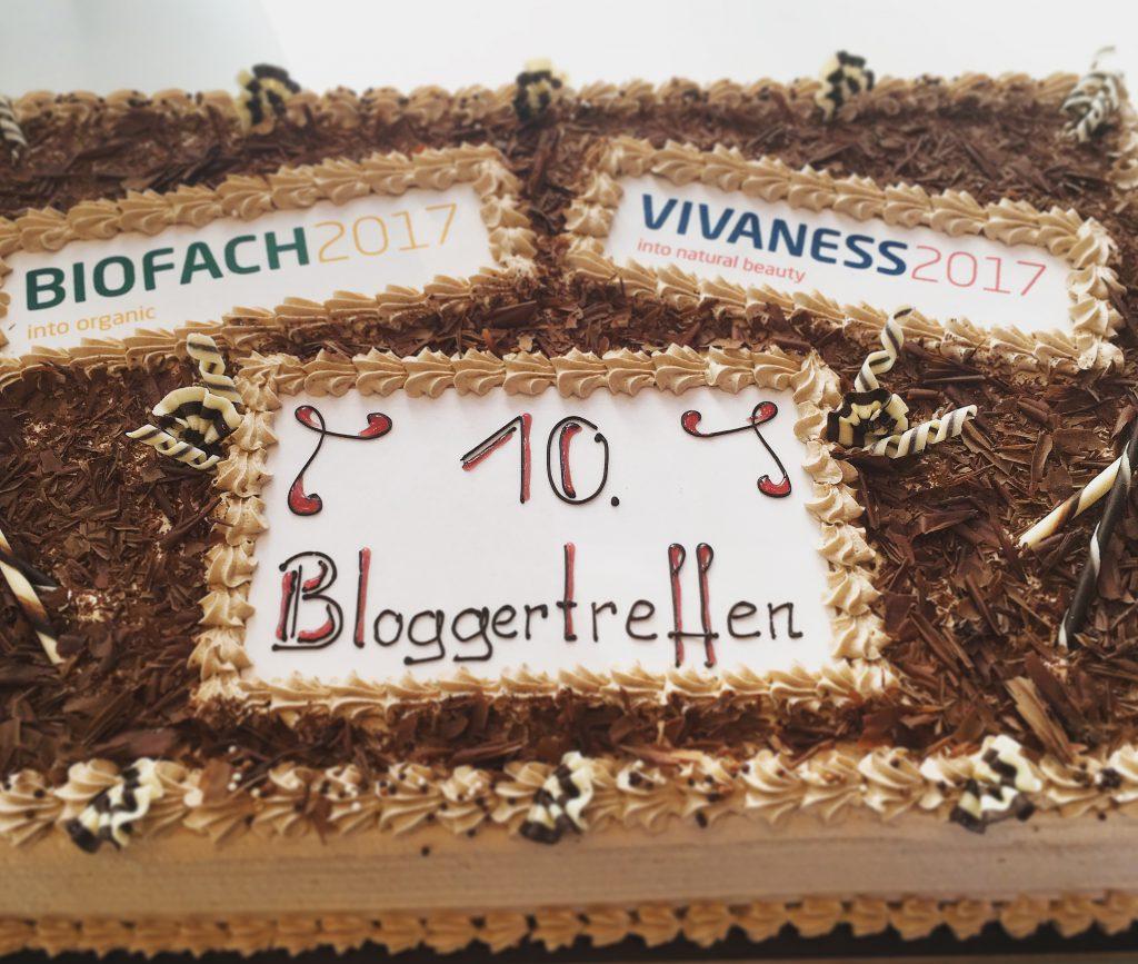 """Sahnetorte mit Aufschrift """"10. Bloggertreffen"""" Biofach 2017"""