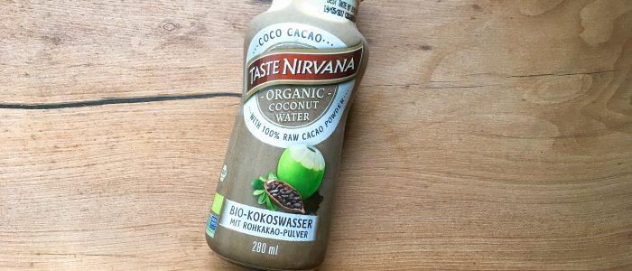 Coco Cacao Flasche auf Holz-Abeitsfläche